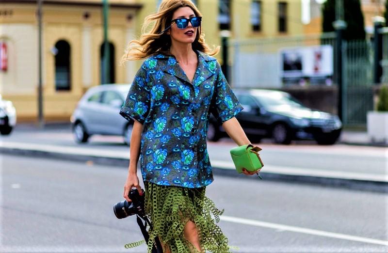 combinar camisa hawaiana mujer